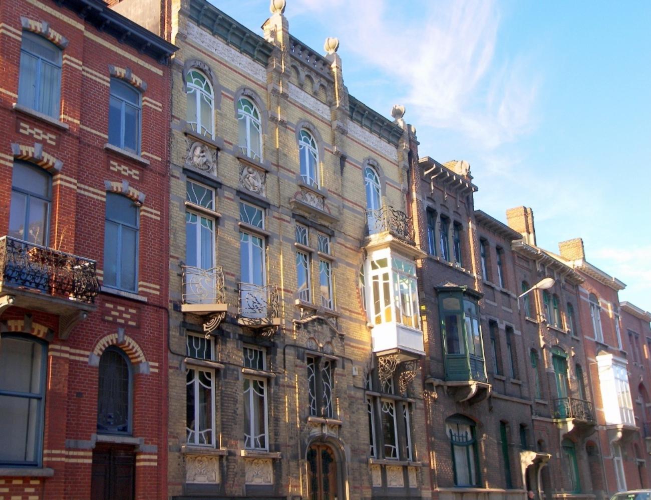 Rue Léon Bernus Maison médecins Charleroi Tourisme Gina Santin